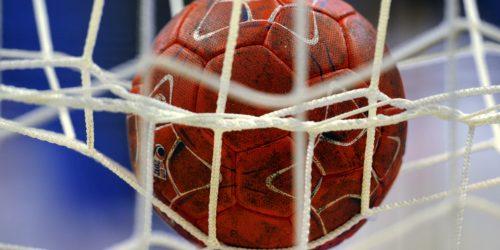 7771650048_un-ballon-de-handball-lors-de-l-euro-2012-masculin